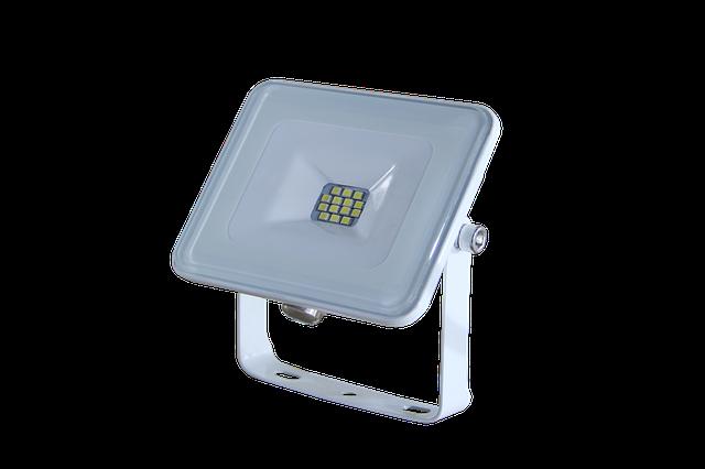 bílý LED diodový reflektor se 14 čipy