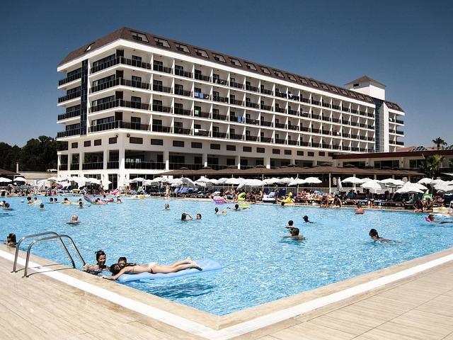 Hotelový bazén.jpg
